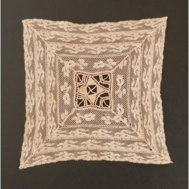 Bordado de Salamanca (España) 19 x 19 cm #A1406