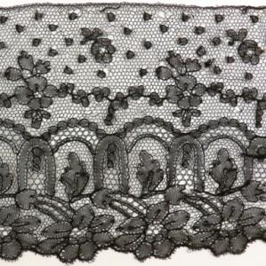 Tira de encaje antiguo de Chantilly en 5 piezas 630 x 12,5 cm #A1705
