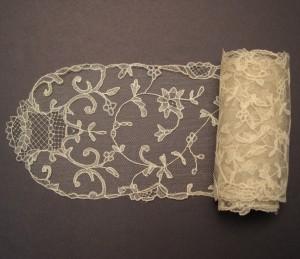 Corbata de encaje antiguo de Bruselas 116,5 x 11 cm #A0605