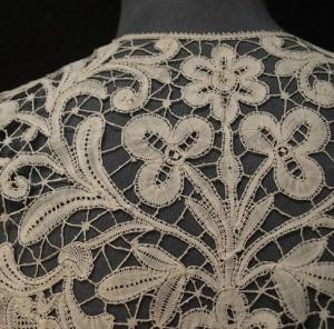 Cuello de encaje antiguo de Brujas (Bélgica) 46 x 53 cm #A0704