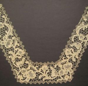 Cuello de encaje antiguo de Inglaterra (Reino Unido) 36 x 54 cm #A0702