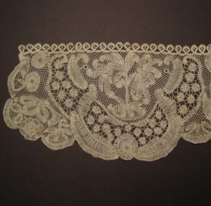 Puño de encaje antiguo de Inglaterra 17 x 35 cm #A0101