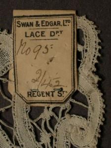 Aplicación de encaje antiguo Swan & Edgar, Inglaterra 20 x 32,5 cm #A0202
